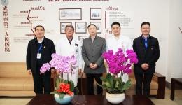 市卫健委党组成员、副主任贾勇 走访慰问市三医院专家